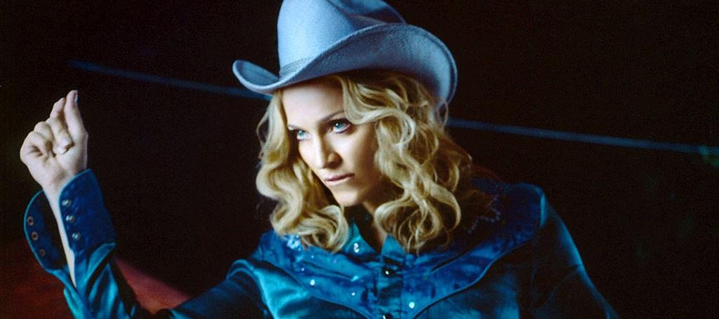 Conheça artistas Pop que já cantaram músicas Country