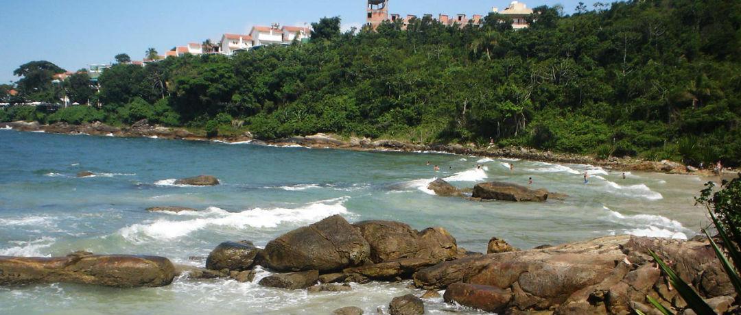 praia de quatro ilhas bombinhas