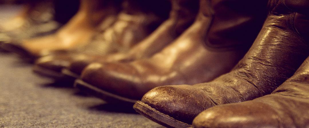 como lacear bota de couro